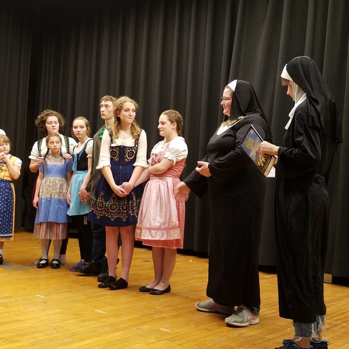 Nuns help children escape Nazis